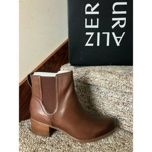 Naturalizer Women Brown Dallas Ankle Boot 10.5 M